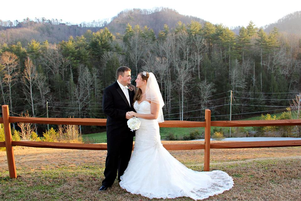Moose Hollow Lodge Pigeon Forge TN wedding couple
