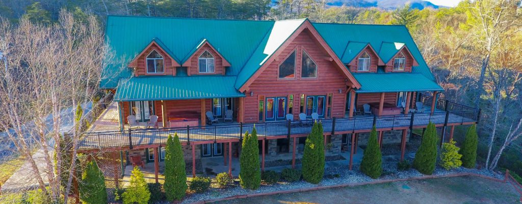 Moose Hollow Lodge Pigeon Forge TN front of house