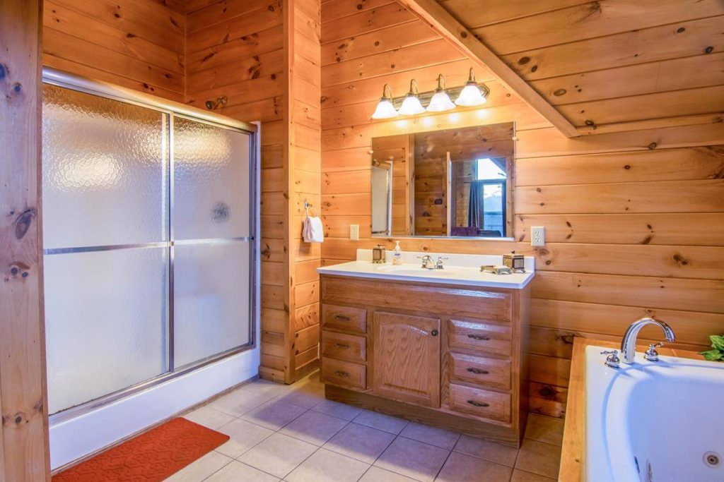 Moose Hollow Lodge Bathroom Ensuite1