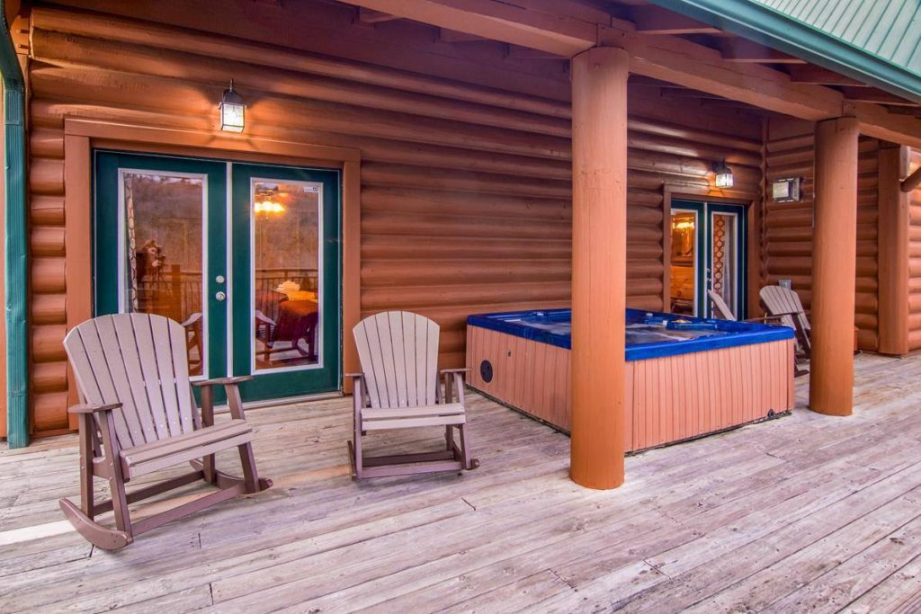 Moose Hollow Lodge Hot Tub and seating 1
