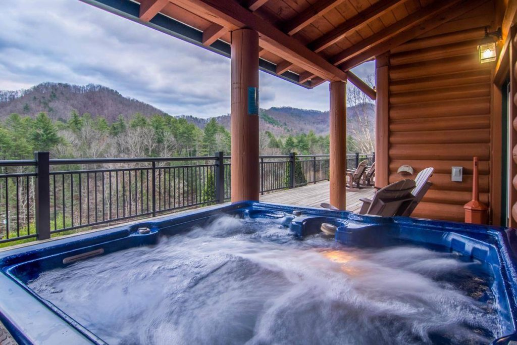 Moose Hollow Lodge Inviting Hot Tub