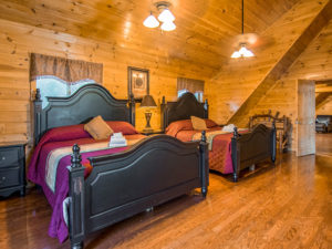 Moose Hollow Lodge Pigeon Forge TN master bedroom