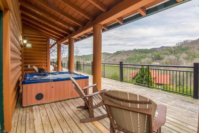 4 Tips For a Friends Getaway At Our Luxury Cabin In Pigeon Forge TN